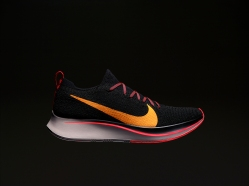HO18_RN_Zoom_Zoomfly_Flyknit_Profile